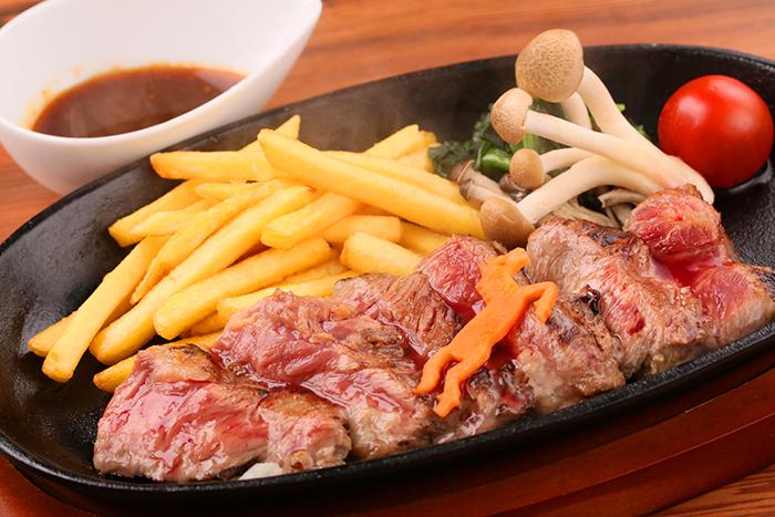 馬肉レアステーキ